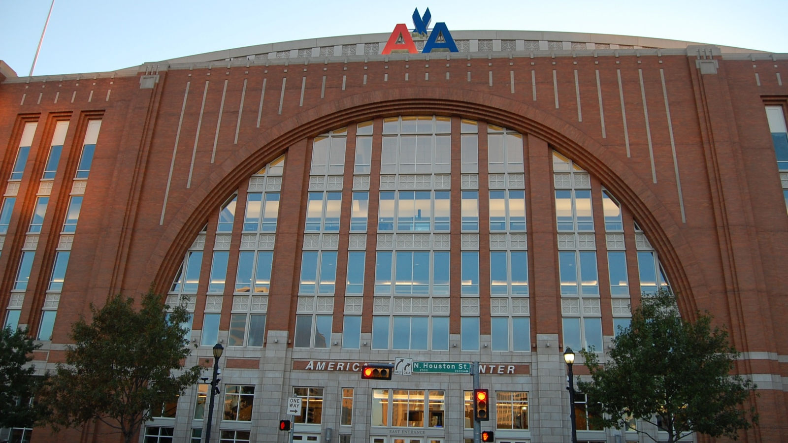 W Dallas - Victory - American Airlines Center